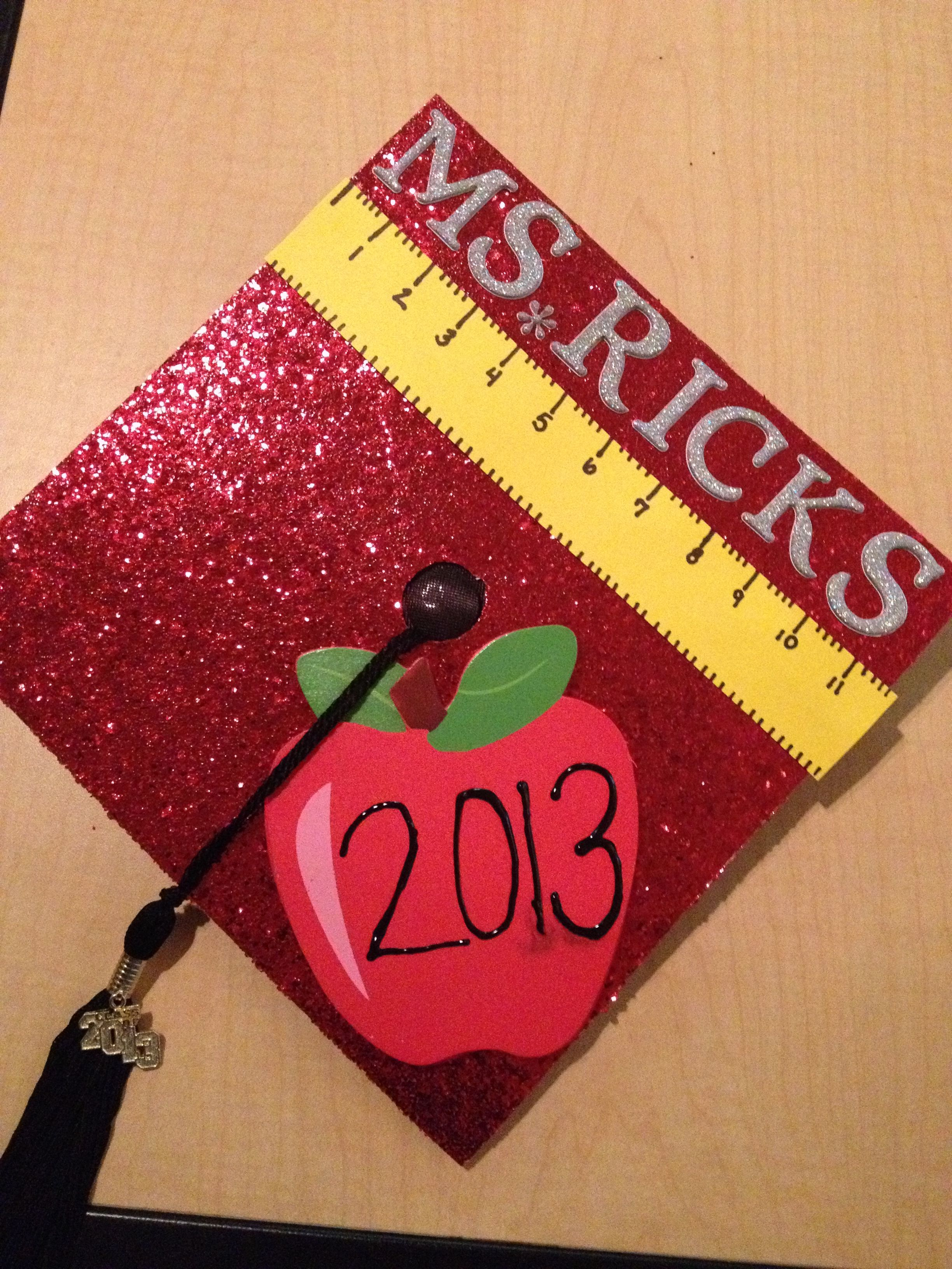 Decorating graduation cap ideas for teachers - But I Want It To Say Thanks Mom And Dad In The Apple Teacher Graduation Capgraduation