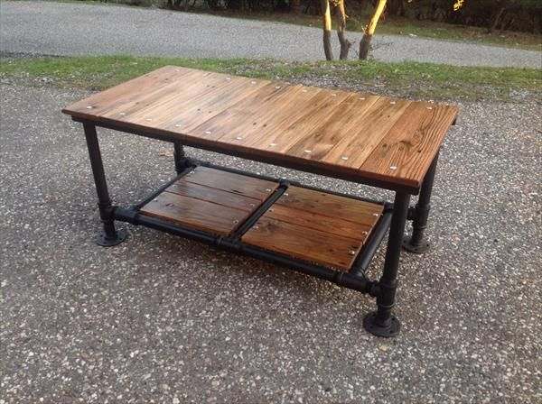 Attractive Recycled Pallet Coffee Table With Threaded Metal Pipe Base