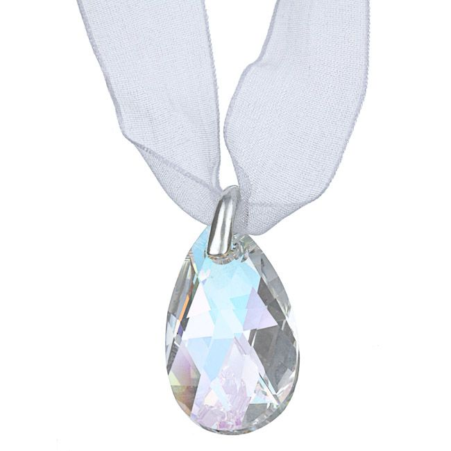 http://www.overstock.com/pt/Jewelry-Watches/Crystale-White-Crystal-Ribbon-Fashion-Necklace/5303288/product.html