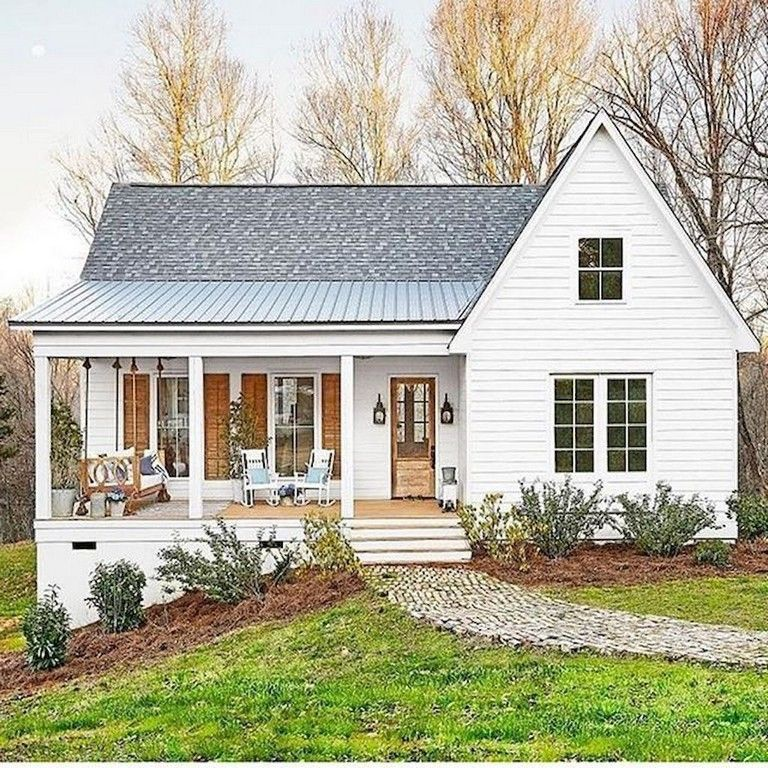 70 Awesme Small Front Porch Makeover Design Ideas Porch Porcelain Makeover Homedecor Modern Farmhouse Exterior House Exterior Farmhouse Exterior