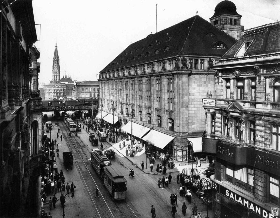 Konigstrasse Blick Richtung Alexanderplatz Mit Warenhaus Wertheim Max Missmann 1924 Berlin Berlin Geschichte Alte Bilder Historische Fotos