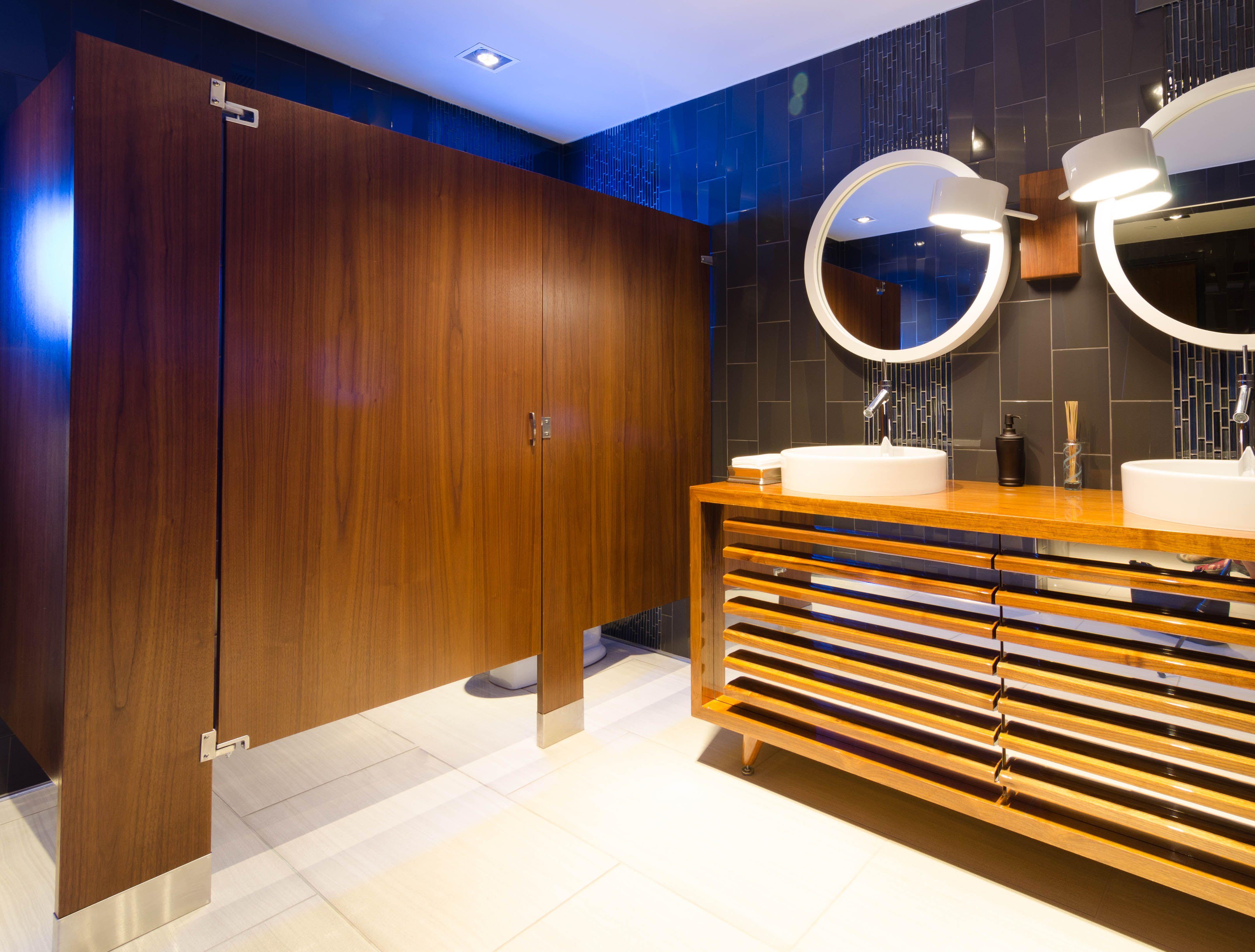 Ironwood Manufacturing wood veneer toilet partition and bathroom doors. Beautiful upscale public restroom stalls & Ironwood Manufacturing wood veneer toilet partition and bathroom ... pezcame.com