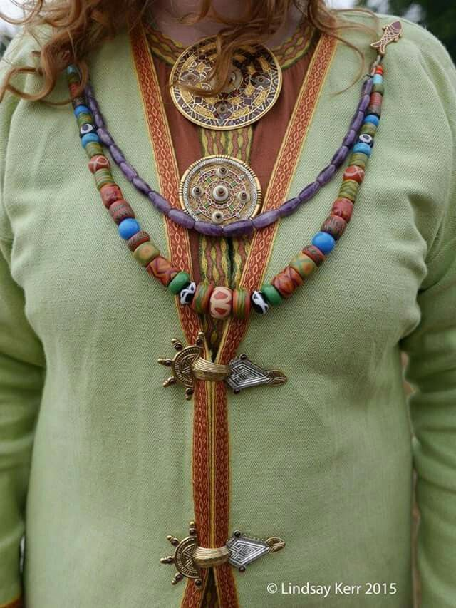 Anglo-Saxon Kentish fashion, photo by Lindsey Kerr, Wulfheodenas.