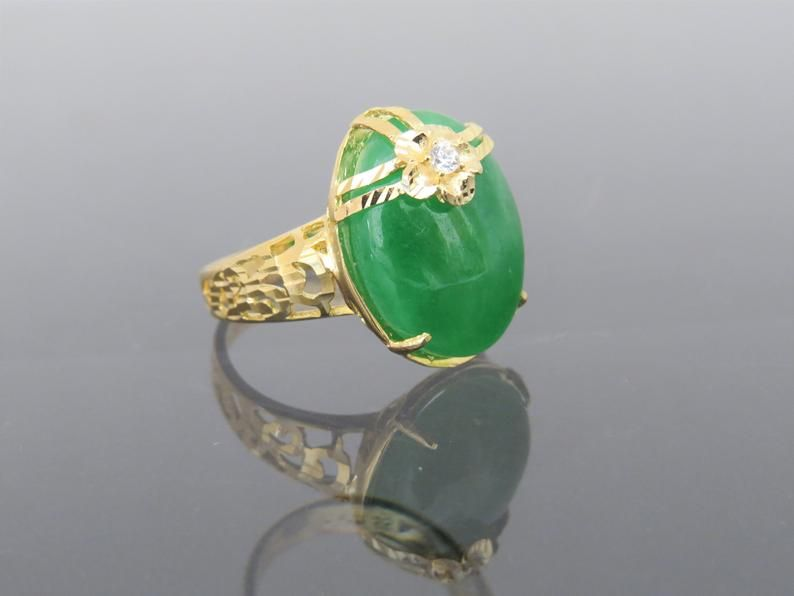 Vintage 18K Solid Yellow Gold Natural Green Jadeite Jade Ring Size 7.75