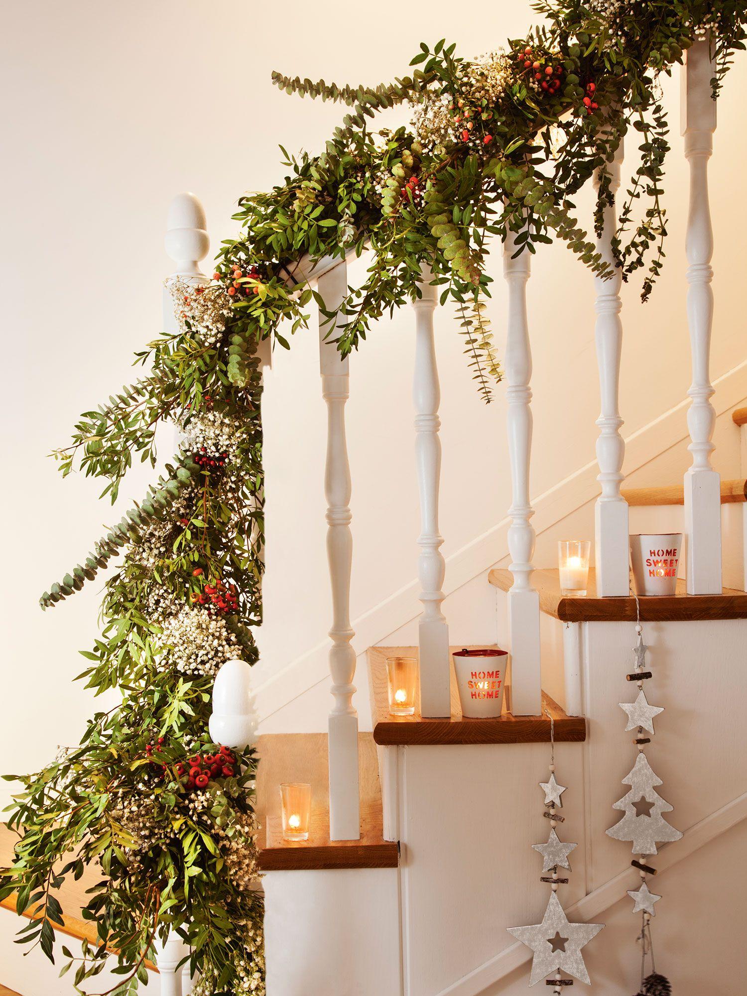 Navidad ideas para decorar de verde natural tu recibidor - Decoracion navidena escaleras ...