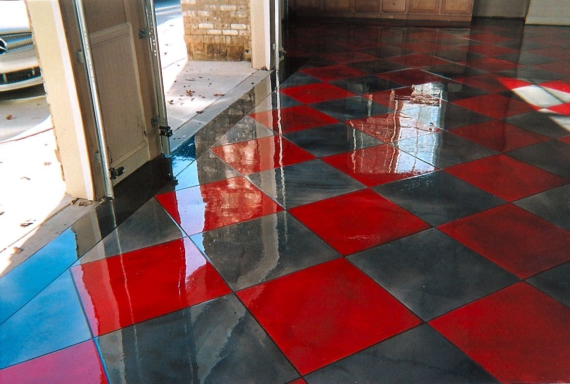 plancher epoxy en damier rouge et gris metallique plancher epoxy. Black Bedroom Furniture Sets. Home Design Ideas