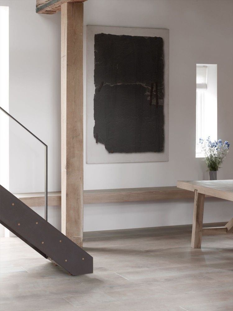 Excell A Moveable Stair   Like A Library. Also Like The Oak Shelf/bench  Running All The Way Along One Wall.