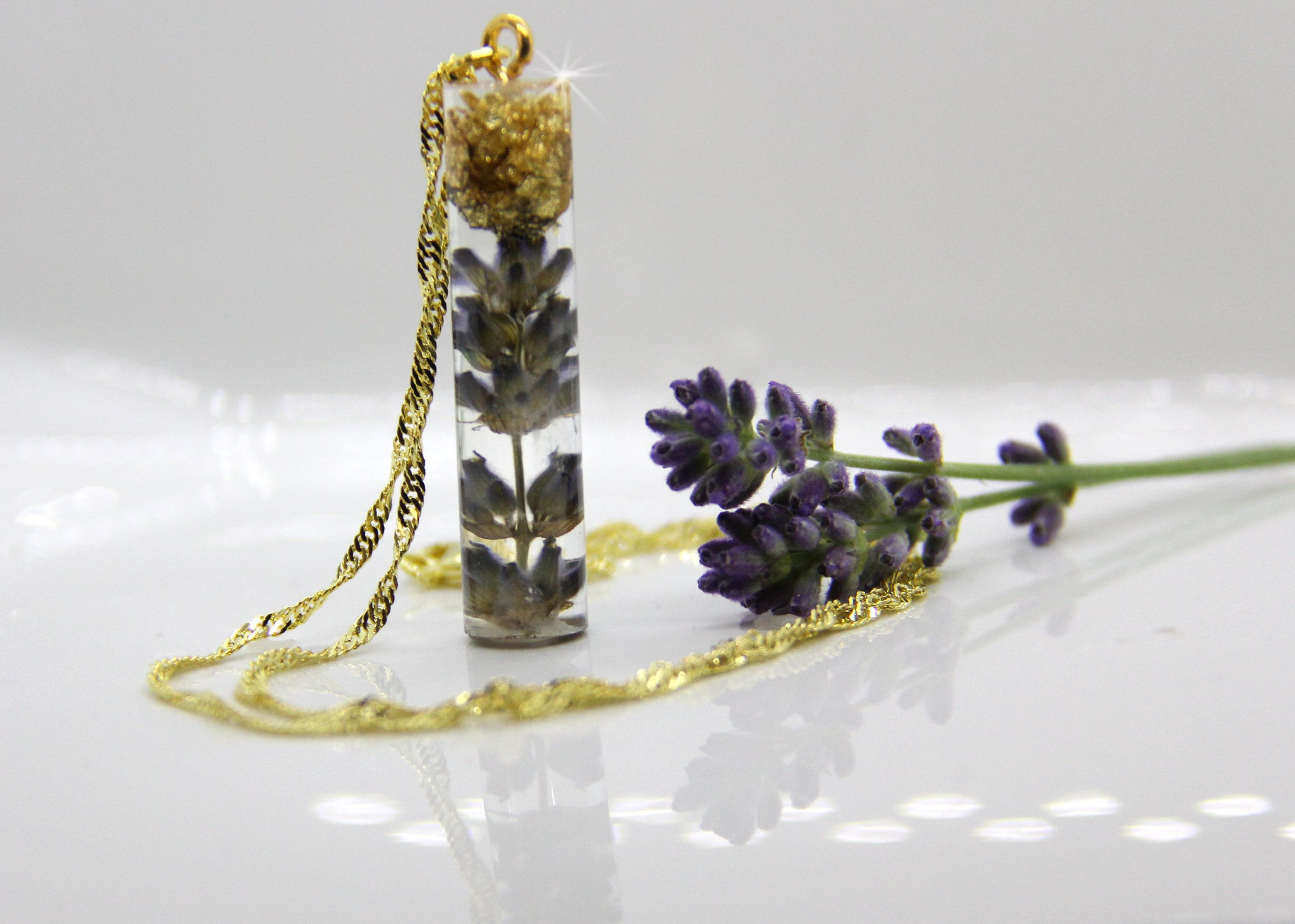 Real Lavender Necklace Dried Flower Necklace Pressed Flower Necklace Lavender Locket Botanical Jewelry In 2020 Pressed Flower Necklace Lavender Necklace Botanical Jewelry