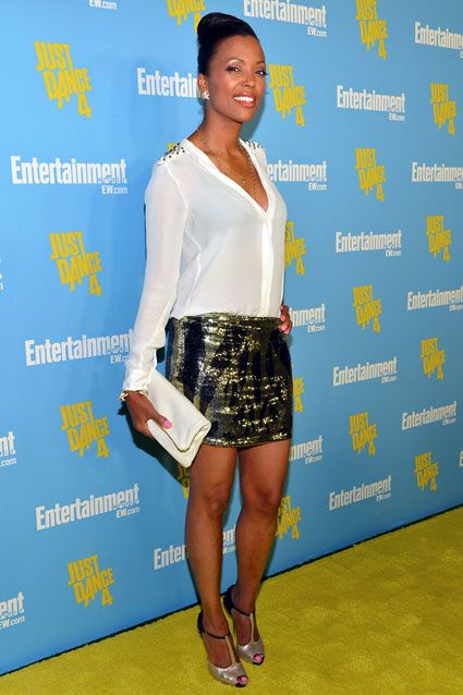 Aisha Tyler showed some leg in a supersparkly mini skirt and t