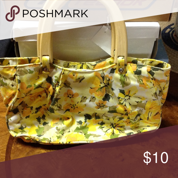 """Last Call!! ⭐️ Old navy yellow floral print bag maybe 5-6"""" tall, 10"""" long, 2-3"""" deep. Old Navy Bags"""