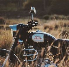 Born Classic @RoyalEnfieldBeasts #royal #royalenfield #royalenfieldbeasts #enfield #bike #motocross #motorcycle #girl #boys #macho #blue #hd #bullet #fun #life #ride #auto #automobile #india #england #usa #uk #speed #race #modified #motorcyclesofinstagram #re #punjabi #punjab