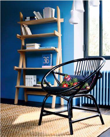 Peinture Salon couleur murs bleu vif étagère bois Elan Fly Salons - peindre un mur en bois