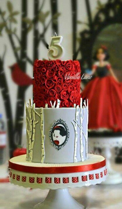 Stunning Snow White  cake.
