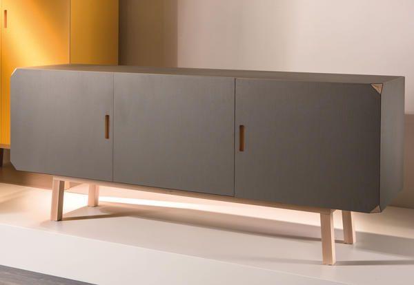 Al Salone del Mobile i mobili contenitori di Iacchetti - Elle Decor Italia  www.magnicasa.it #arredamento #design #madeinitaly