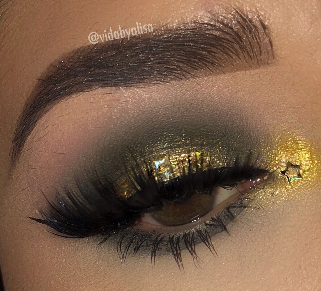 Olive green and gold eyeshadow using Glamlite Pizza
