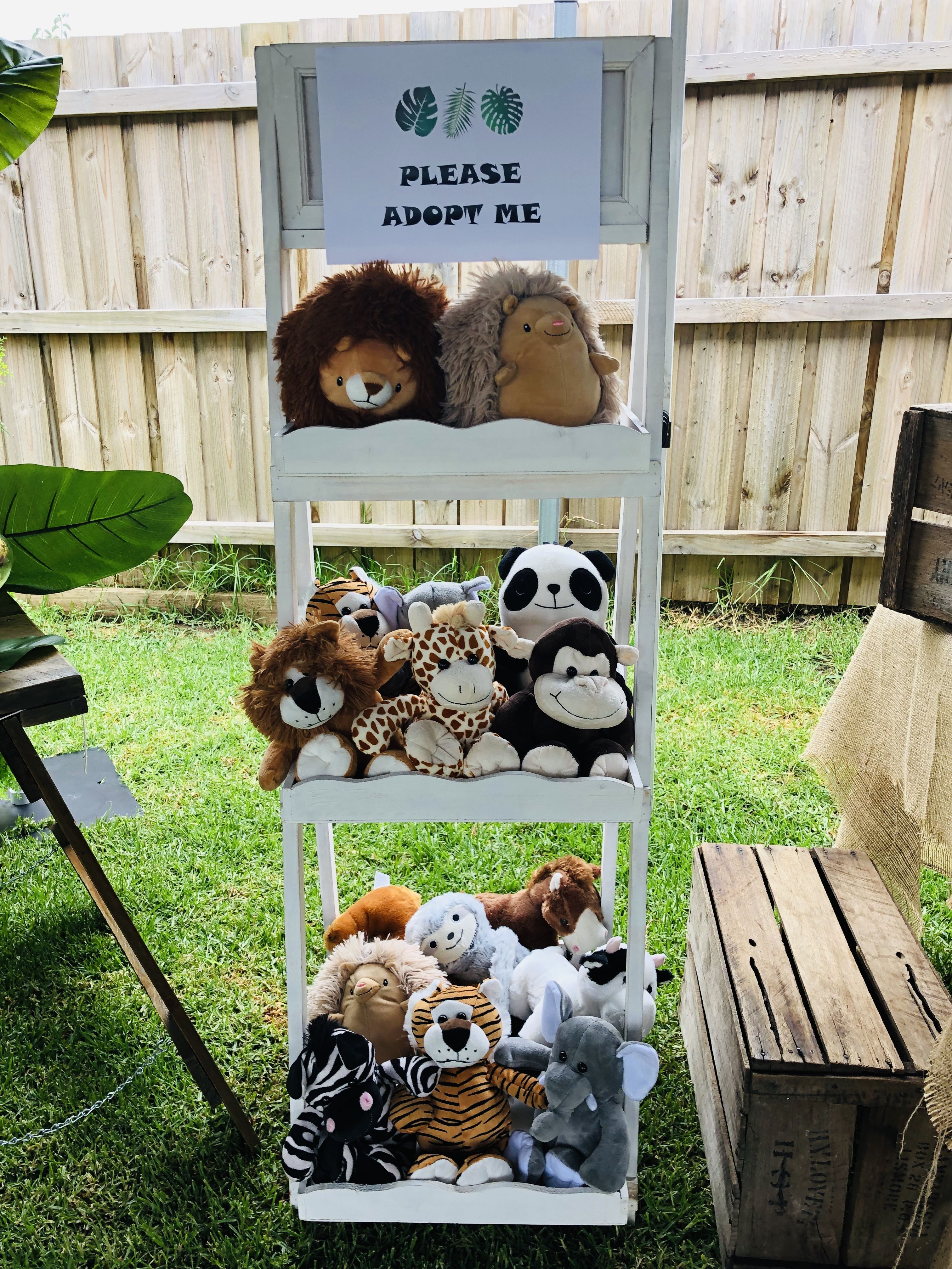 Pin By Sara Brill On Safari Party With Images Wild Birthday