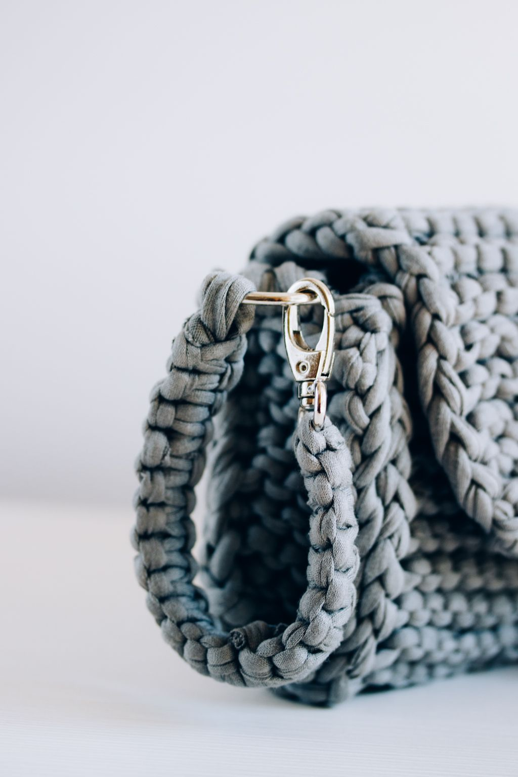 Perfect summer knitted clutch. FREE PATTERN. Check this easy ...