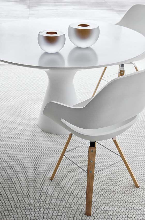 Trestle based easy chair eva2266 by zanotta design ora for Zanotti mobili