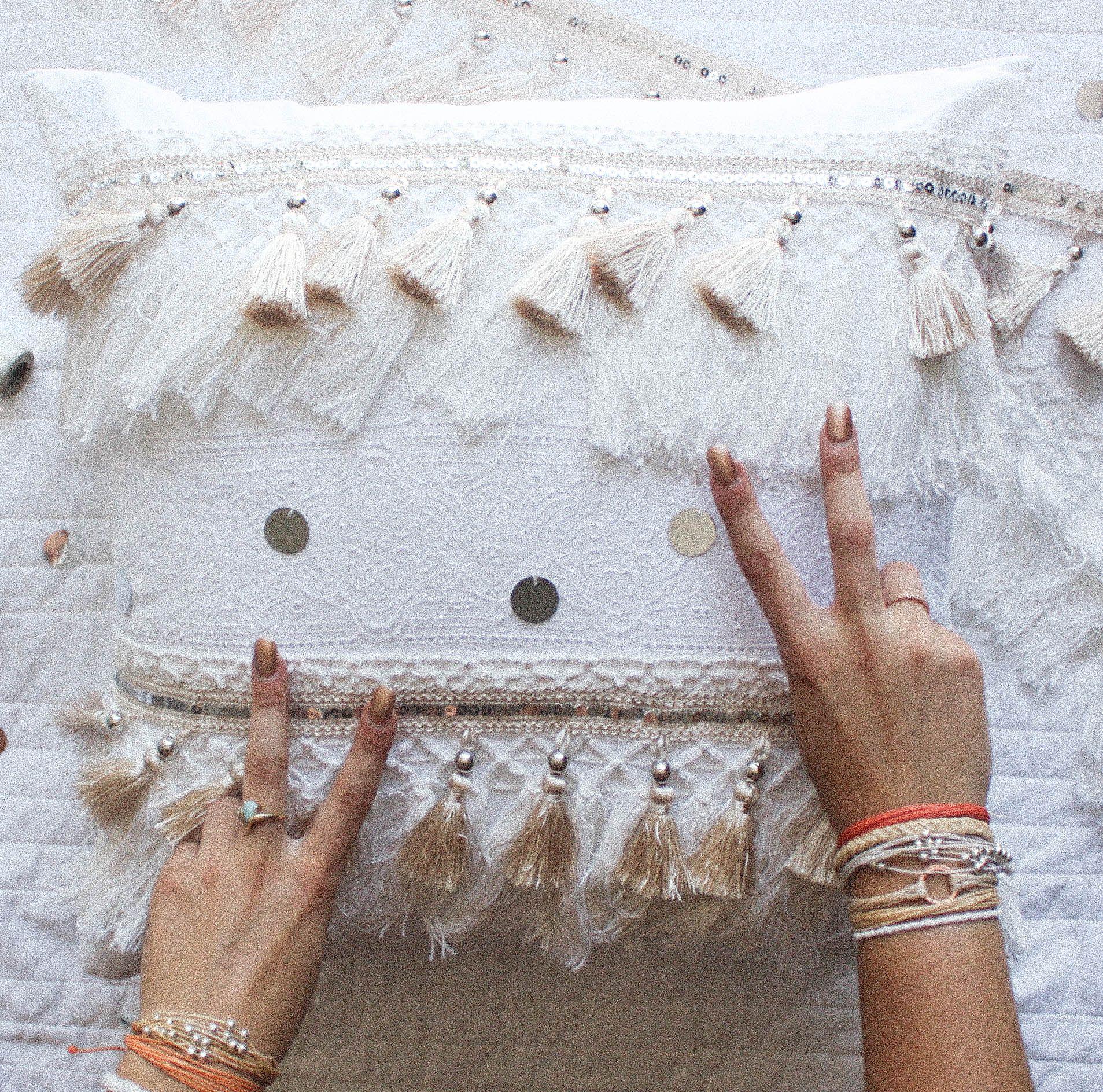 16 Diy Easy Boho Crafts For Your Boho Chic Room Diy Dorm Decor Hippie Crafts Boho Throw Pillows