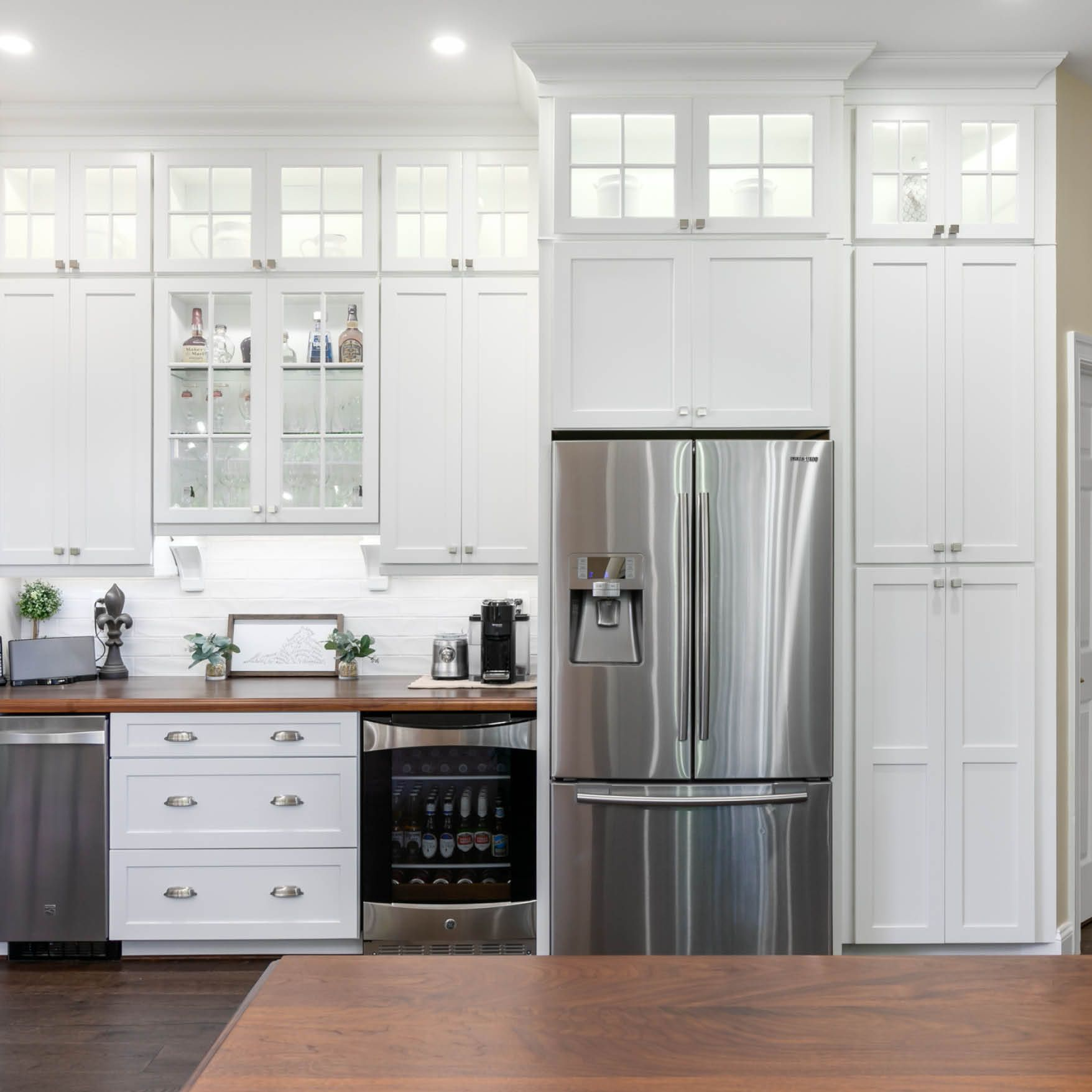 Flaunt Your Style For All To See Glass Kitchen Cabinets Kitchen Remodel Kitchen Linens