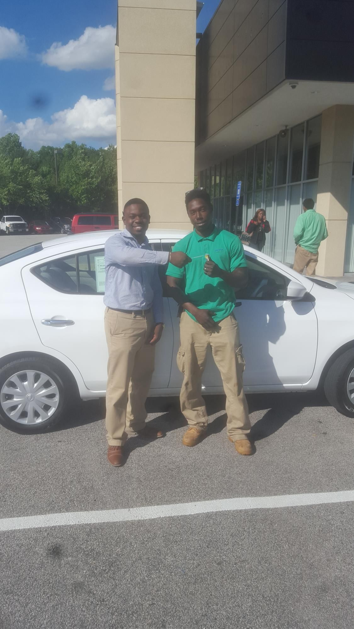 Omari Primus reviews the 2015 Nissan Versa he purchased from