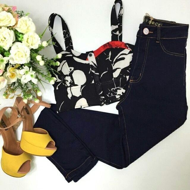 Cropped estampado  calça skinny cintura alta.