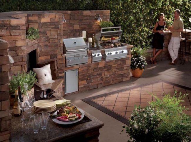 Grillplatz im Garten -selber-bauen-schick-outdoor-küche-naturstein - küchen selber bauen