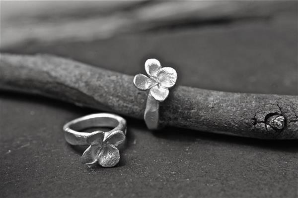 Flower ring | Jeni Danks