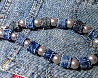 Un artículo similar fue el collar de mezclilla con cuarzo rosa, joyas de jeans en Etsy