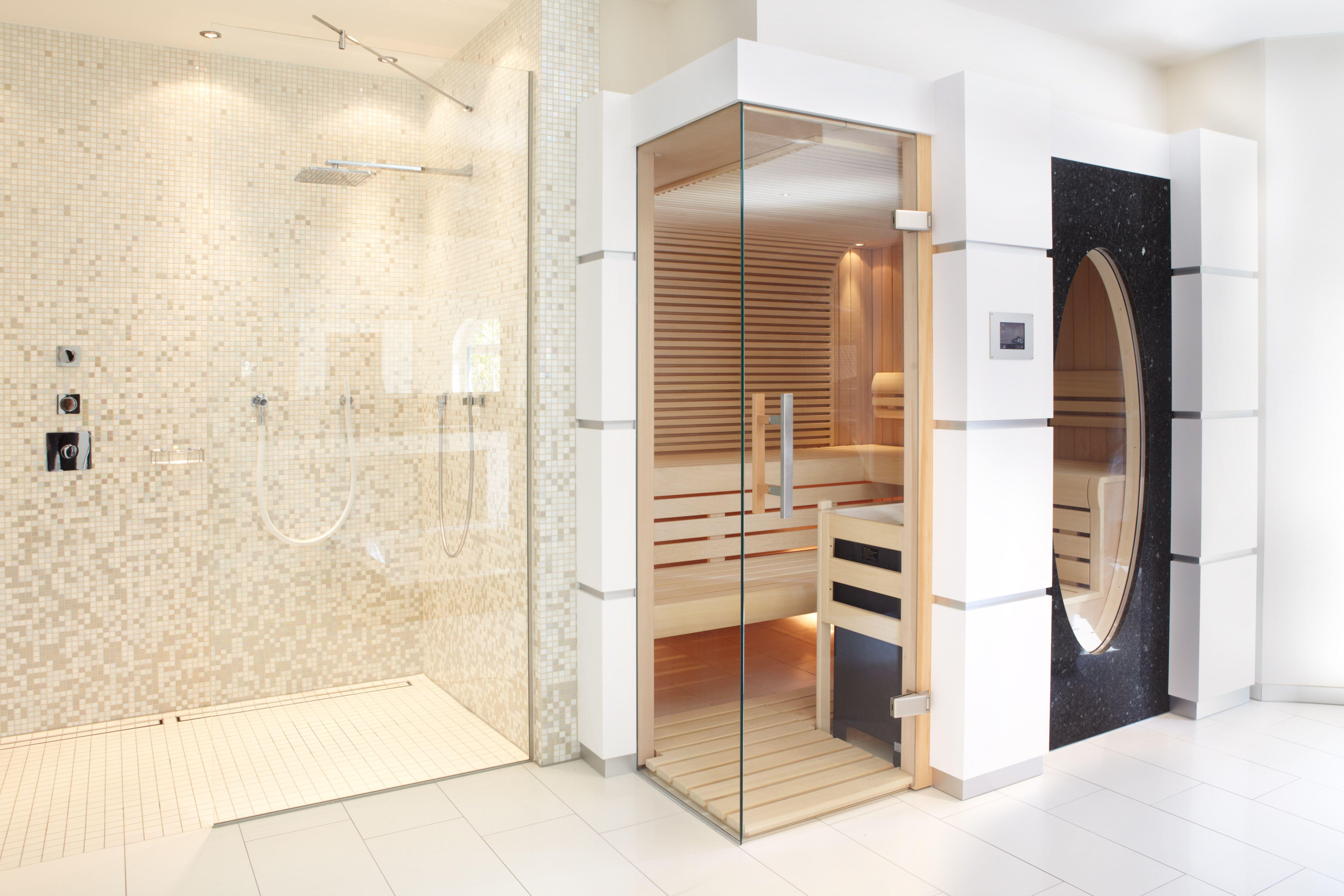 Modernes Badezimmer Mit Offener Dusche Und Sauna Wellness Glass Shower Spa Erdmannsauna Erdmannexklusives Badezimmer Klein Badezimmer Modernes Badezimmer