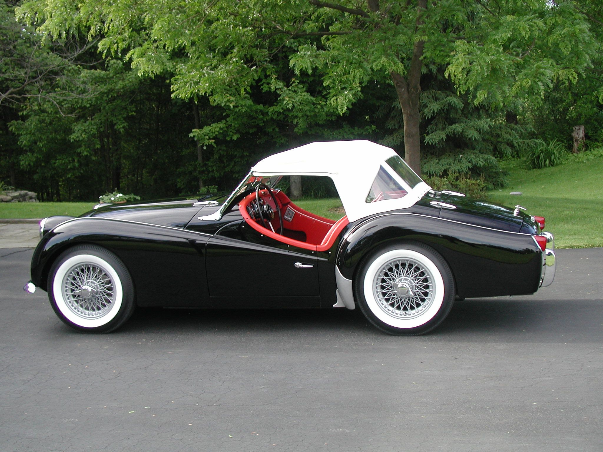 les 25 meilleures id es de la cat gorie triumph tr3 sur pinterest voitures anciennes voiture. Black Bedroom Furniture Sets. Home Design Ideas