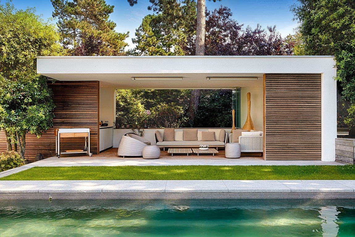 Moderne poolhouse in hout en cr pi bogarden garden for Decorazioni piscina