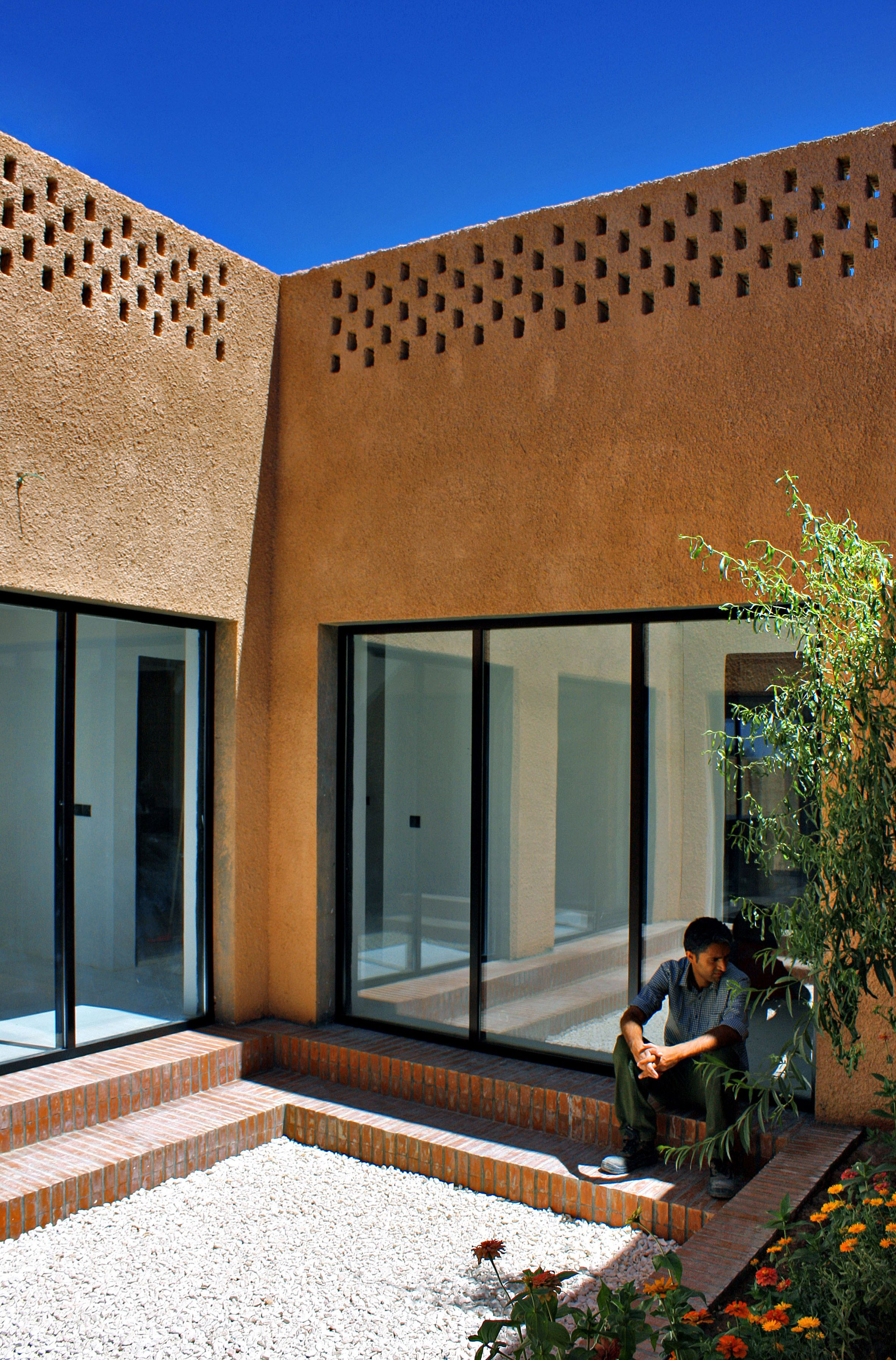 Mehrabad House Sarsayeh Architectural Office: Sprayed Render Covers Walls Of Rural Iranian House By Bam Architects