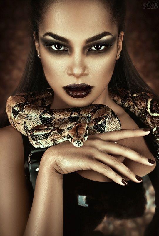 Фотосессии со змеей модельное агентство на английском