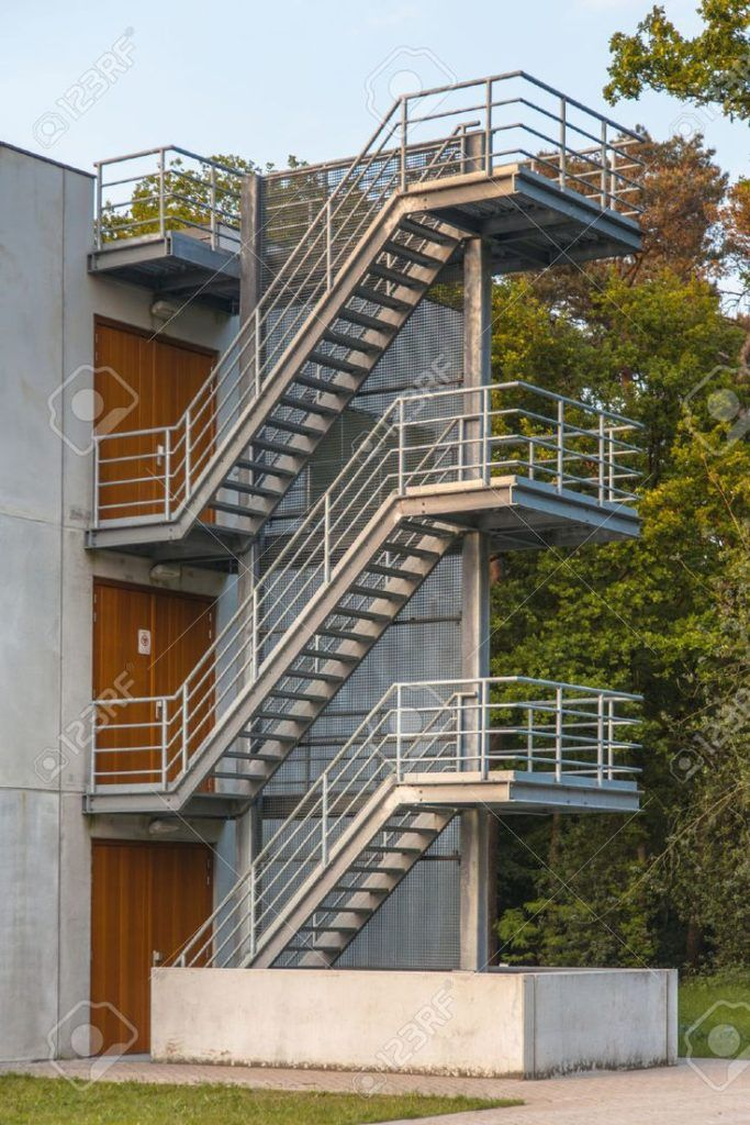 Best Fire Escape Stairs On The Exterior Of A Building Stairs 640 x 480