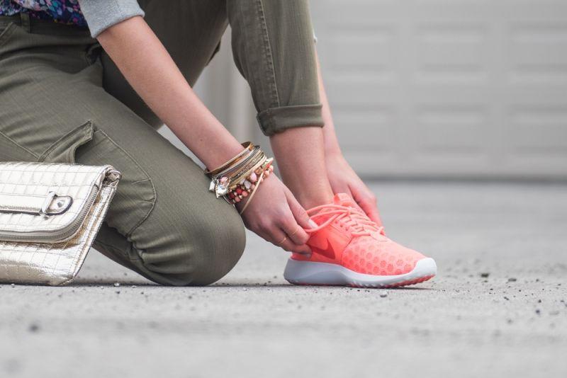 Sneakers Trend Rosa Farbe Modell Nike Zenji