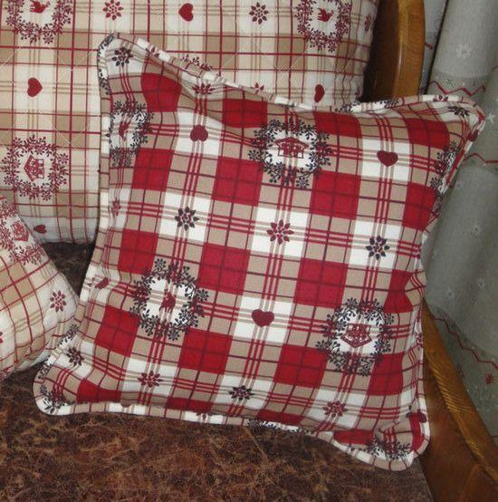 Housse de coussin chalet de montagne rouge blanc : Textiles et