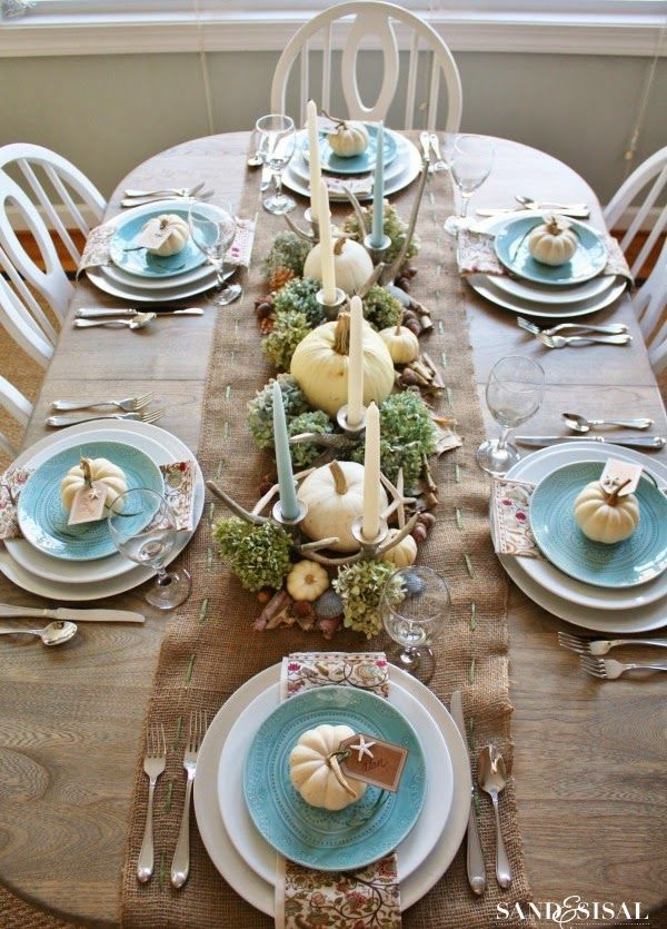 Coastal Thanksgiving Table - Sand and Sisal #thanksgivingtablesettings