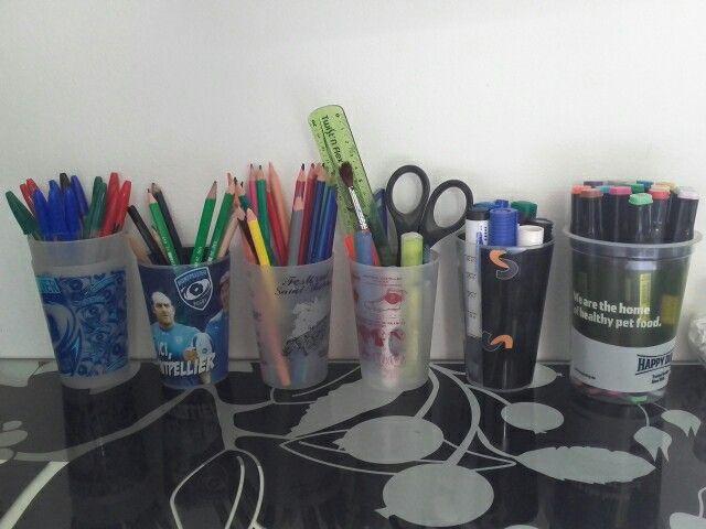 Un rangement de bureaux en gobelet, pour ranger tout vos stylos et matériel.