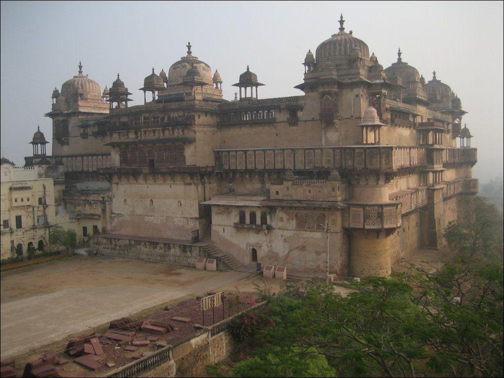 Jehangir Mahal from atop Raj Mahal, Orchha, Madhya Pradesh, India - Orchha – Travel guide at Wikivoyage