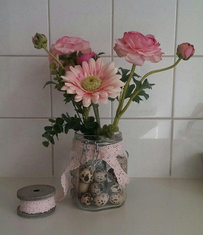 Paas decoratie zacht roze vaas gevuld met kwarteleitjes for Bloemen decoratie