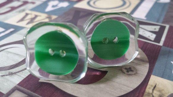 クラシカルなボタンをイヤリングにしました。人とは違うイヤリングをお探しの方に是非!!!イヤリングはバネ式です。素材→プラスチック、メッキsize&r...|ハンドメイド、手作り、手仕事品の通販・販売・購入ならCreema。