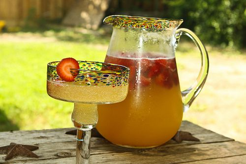 Summer Breeze drink - strawberries, pineapple juice, lemonade, sprite, some vodka if you want to make it adult (and who doesn't) ... this looks so refreshing for summer BBQs. #lemonadepunch