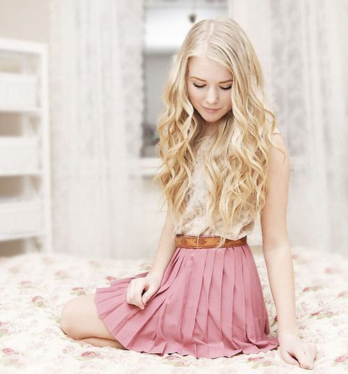 love the hair and the outfit!