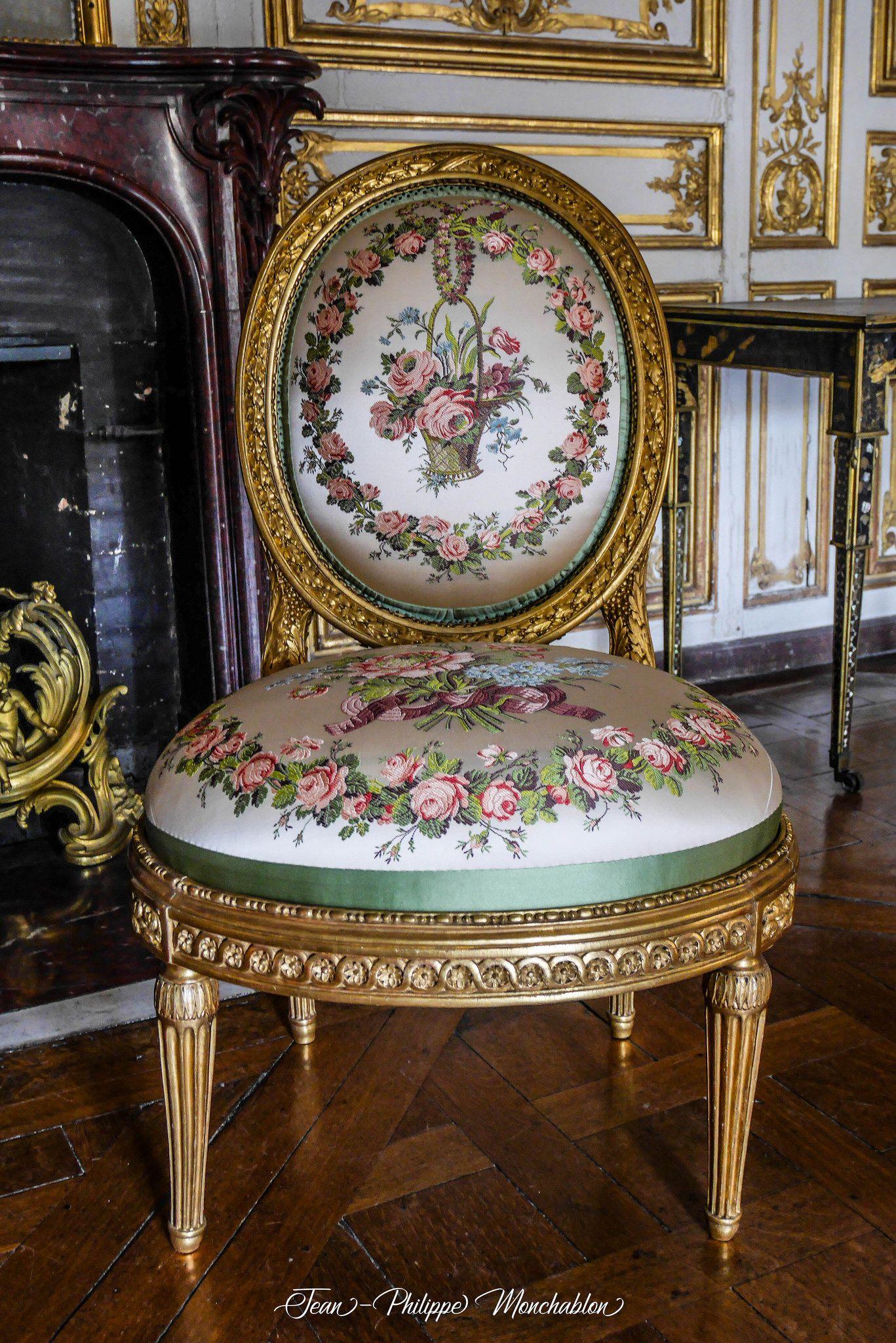versailles chaise chateau de versailles pinterest bonne nuit les amis fauteuils et la. Black Bedroom Furniture Sets. Home Design Ideas