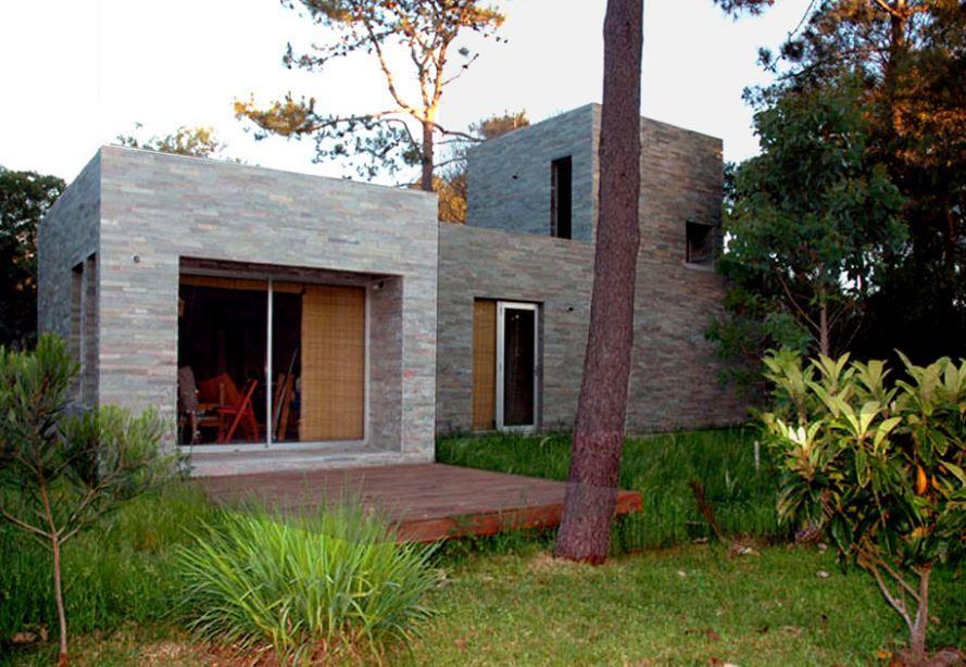 Dise o de peque a y s lida casa de campo uso de piedra en - Exteriores de casas de campo ...