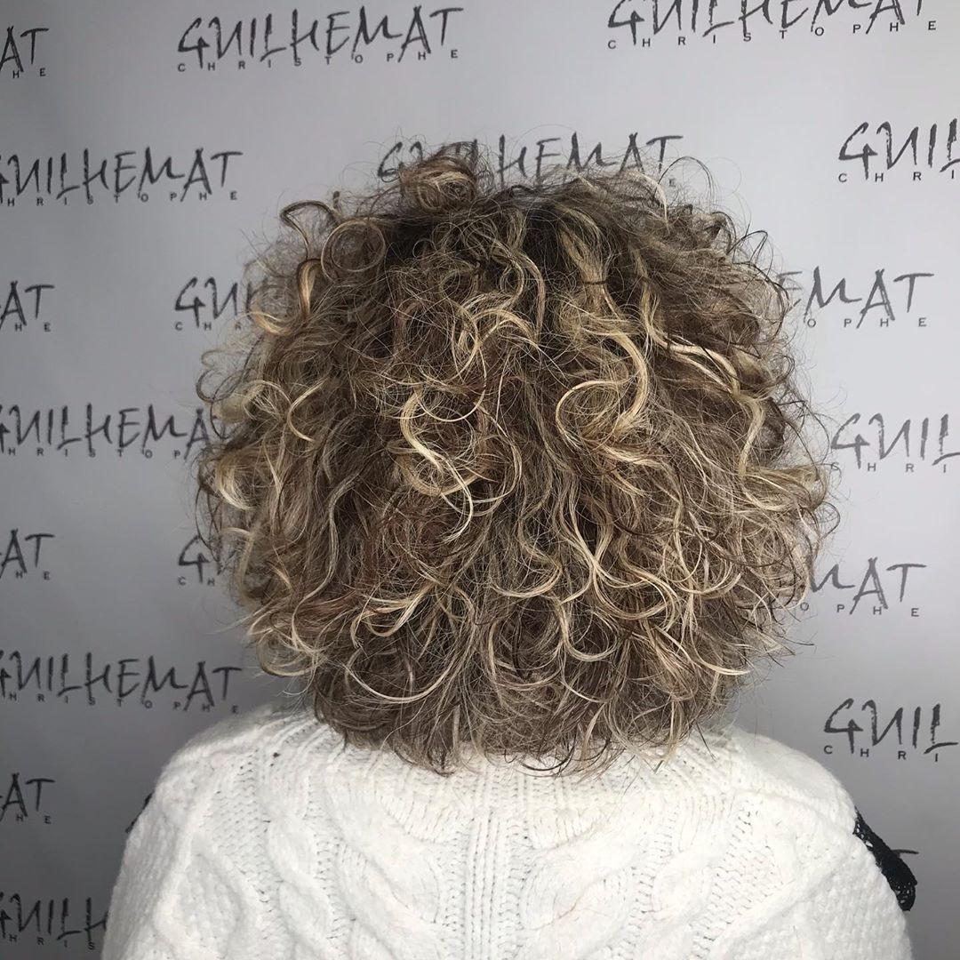 Le Plaisir De Coiffer Un Cheveux Boucles Coiffeurtoulouse Coiffeurtoulousain Wavyhair Wavyhairstyles Coiffure Idees De Coiffures Coupe Courte