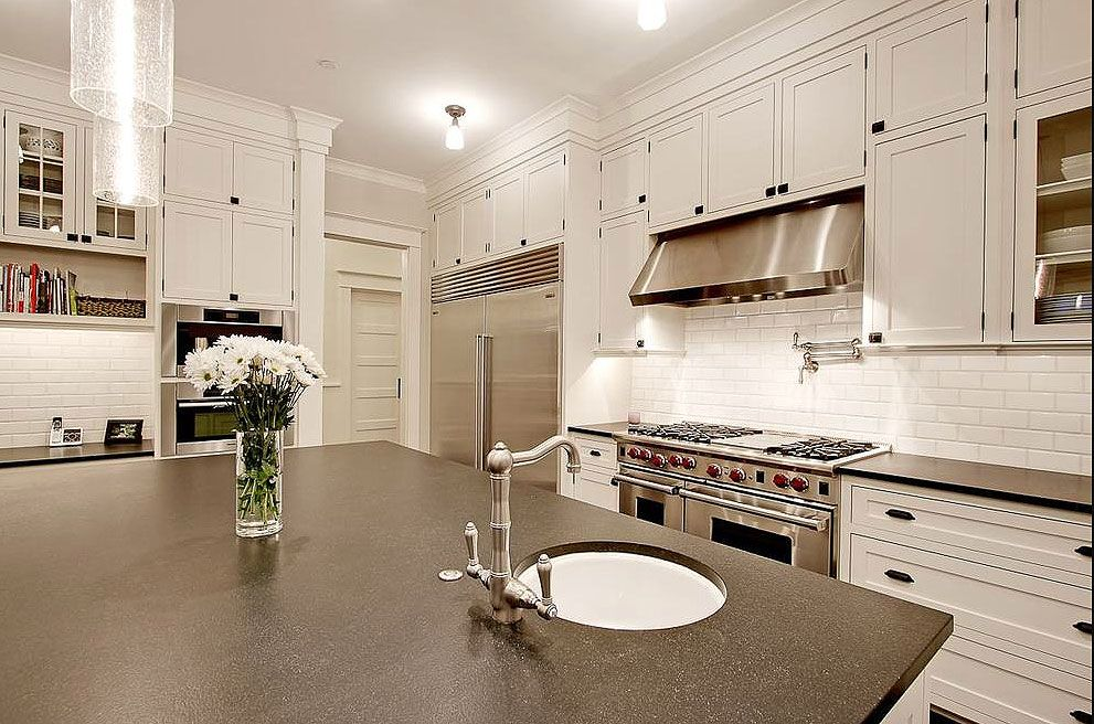Brazilian Black Honed Granite Kitchen Countertops With White Shaker Cabinets In 2020 Granite Countertops Kitchen Black Granite Countertops Granite Kitchen