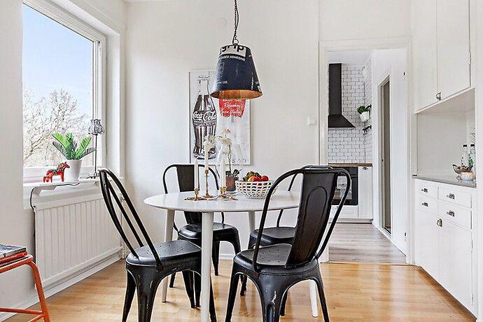 Bilder Inspiration bilder kök matplats bord stol svart industriellt kakel