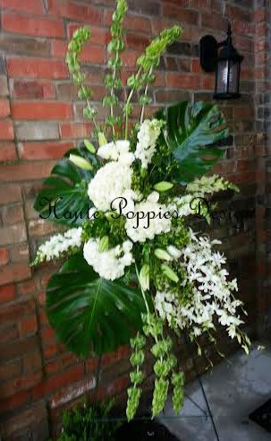 Contemporary design in a classic colors of green and white. hautepoppies.com